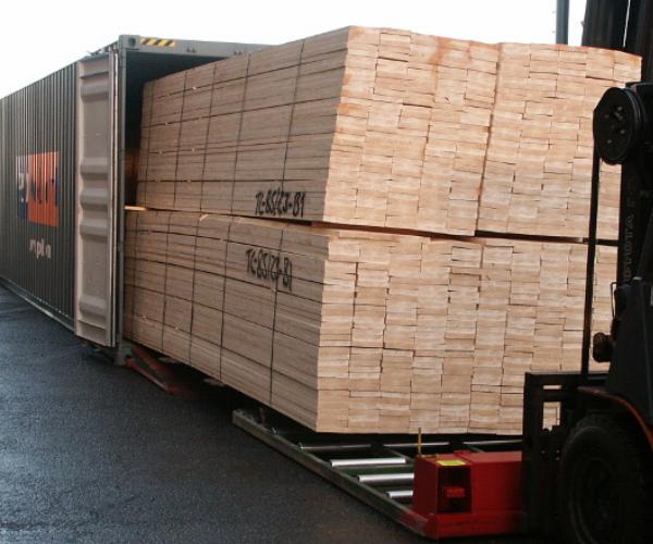 Pinewood pallets worldwide shipping